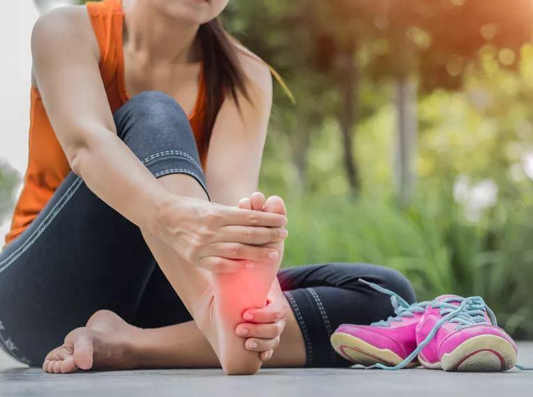 Les chaussures orthopédiques contre la douleur de l'avant-pied